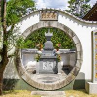 願成寺の納骨塔